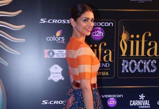 Aditi Rao Hydari in Floral Lehenga Skirt with Striped Crop Top at IIFA 2015