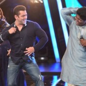 Salman Khan Promote Bajrangi Bhaijaan on the Stage of Indian Idol Junior