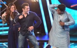 Salman Khan Promote Bajrangi Bhaijaan on the Stage of Indian Idol Junior