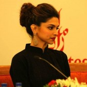 Cool Close Up Pics of Deepika Padukone Face and Lips in Dubai at Happy New Year Press Conference