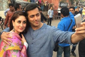Kareena Kapoor in White Salwar Suit Dress with Floral Print Duptta on the Sets of Bajrangi Bhaijaan Movie 2015