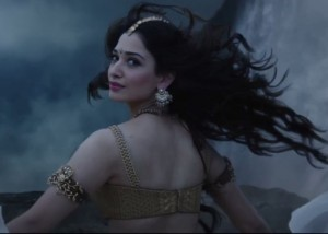 Tamanna Bhatia Bare Back Images in Gold Costumes form Bahubali Movie Stills