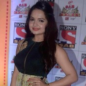 Giaa Manek in Green Sleeveless Front Zip Gown at Sab Ke Anokhe Awards 2015