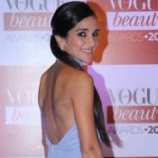 Tara Sharma in Backless Blue Gown at Vogue Beauty Awards 2015