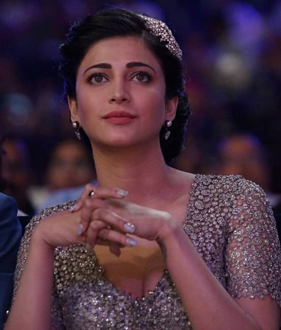 Shruti Haasan in Backless Gown at South Indian International Movie Awards 2015