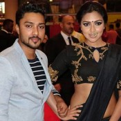 Amala Paul Navel in Black Saree at South Indian International Movie Awards 2015