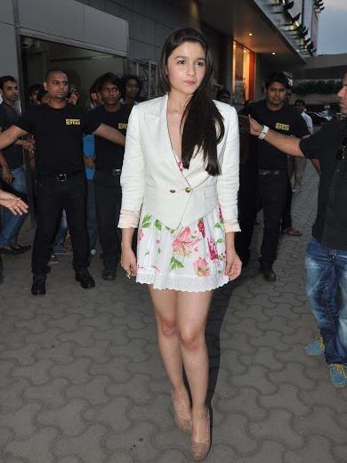 Alia Bhatt Hot Legs Pics – Alia Bhatt Legs Photos in Floral Mini Skirt