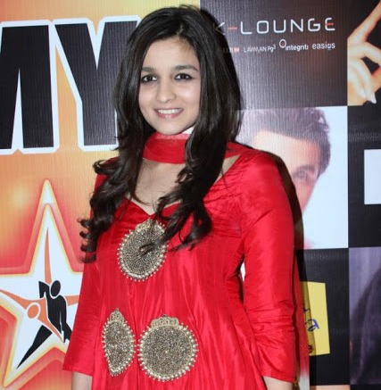 Alia Bhatt in Star Nite Awards 2012 – Red Traditional Dress Pics