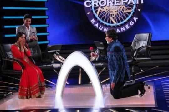 Amitabh Bachchan Proposes to Sangeeta Ghosh on KBC 7