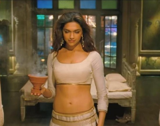 Deepika Padukone Cleavage in Ram Leela Movie – Hot Pics