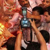 Hrithik Roshan At Lalbaugcha Raja 2013 – For Blessing Of His Movie Krrish 3