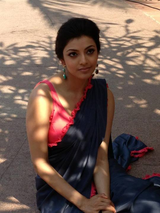 Kajal Agarwal in Sleeveless Saree – Beautiful Pics Traditional Images