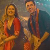 Kareena Kapoor First Look In Gori Tere Pyar Me