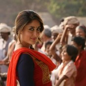 Kareena Kapoor Traditional Dresses in Gori Tere Pyaar Mein Movie