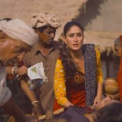 Kareena Kapoor Traditional Kutchhi Dress Look in Gori Tere Payaar Mein