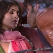 Ranbir Kapoor Kiss in Besharam – Pallavi Sharda Ranbir Kapoor Kiss in Besharam