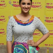 Shuddh Desi Romance Promotion at Mumbai in RADIO MIRCHI Studio
