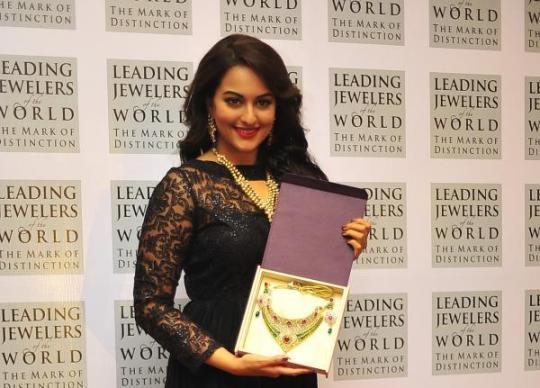 Sonakshi Sinha in D'damas