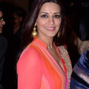 Sonali Bendre Hot Cleavage Pics in Pink Dress at Yash Chopra Memorial Award