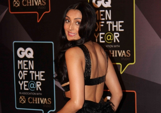 Pernia Qureshi in Black Cut Out Gown at GQ Men of The Year Awards 2015 Photos
