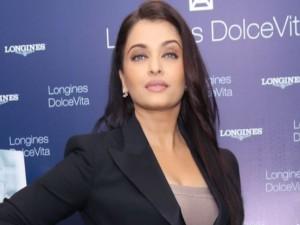 Aishwarya Rai Bachchan in Delhi for Jazbaa Movie Promotion Photos 2015