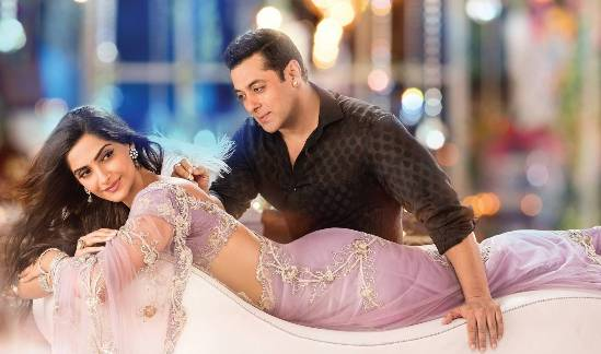 Sonam Kapoor Hot Navel in Prem Ratan Dhan Payo Movie 2015
