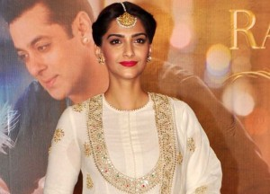 Sonam Kapoor in Floor Length Anarkali Dress at Prem Ratan Dhan Payo Trailer Launch Event