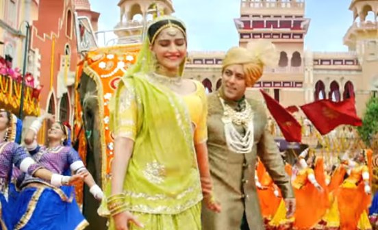 Sonam Kapoor in Green Saree Yellow Blouse in Prem Ratan Dhan Payo